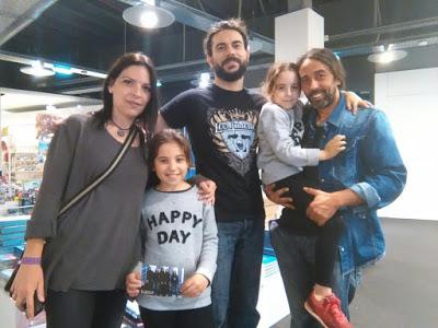 Leo con fans de Los Palacios